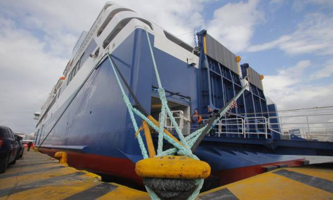 Αποτέλεσμα εικόνας για δεμένα τα πλοια στα λιμανια