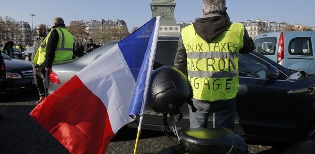 Αστυνομική χούντα Macron στη Γαλλία:Απαγόρευσαν τις διαδηλώσεις κίτρινων γιλέκων