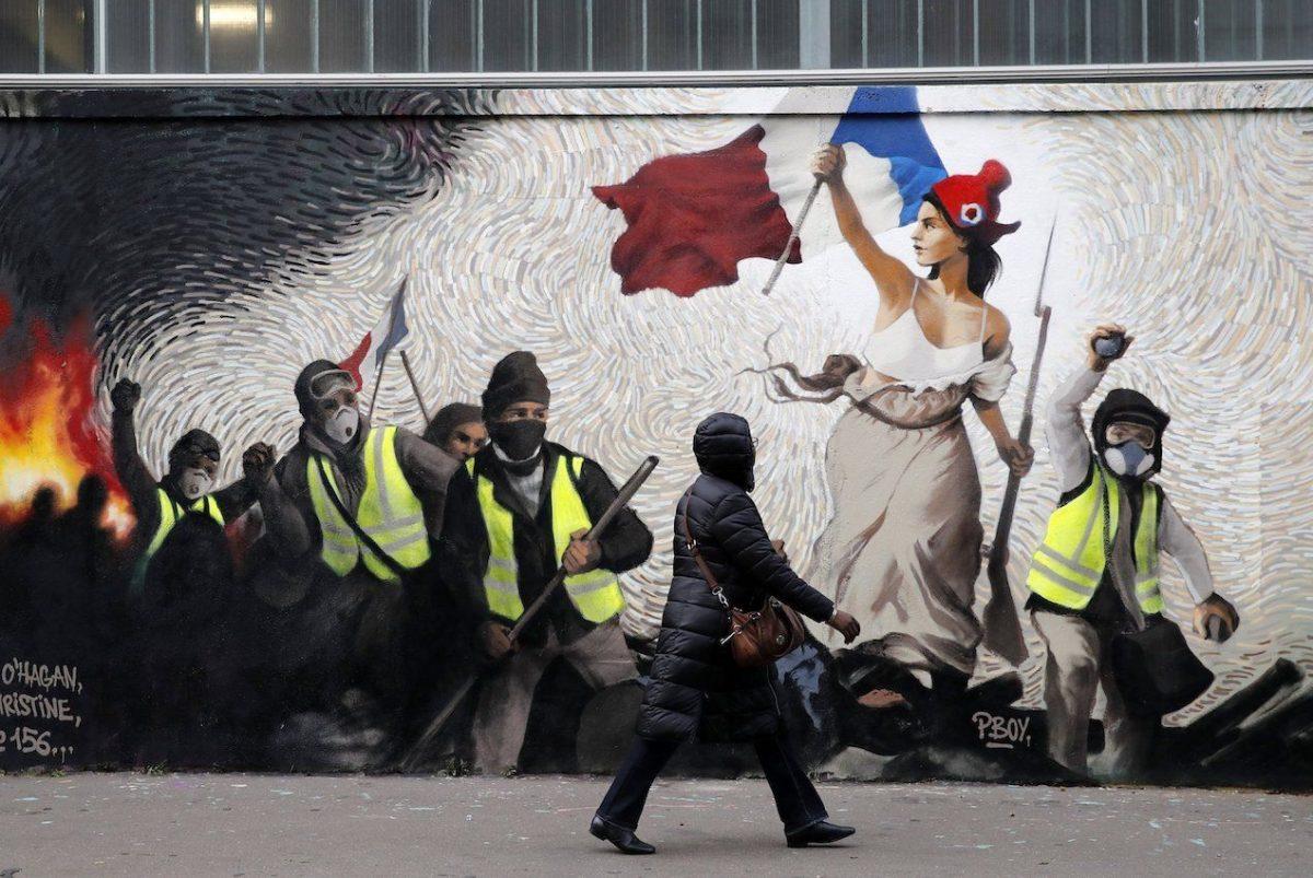Κίτρινα γιλέκα με κίτρινα μπαλόνια αποδοκίμασαν Macron την Ημέρα της Βαστίλης