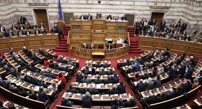 Υπό την απειλή διαγραφών ψηφίστηκε η ποδοσφαιρική τροπολογία με 156 ψήφους