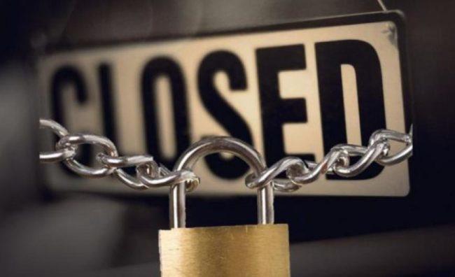 Μειώσεις μισθών-ελεύθερες απολύσεις. Κλείνουν μαζικά μικρομεσαίες επιχειρήσεις. Ανεργία-πείνα στην κοινωνία