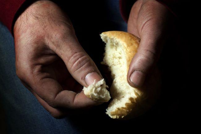 Οργή και απελπισία: Φτωχοποίηση και πείνα στην κοινωνία. Καταντήσαμε χώρα επαιτείας