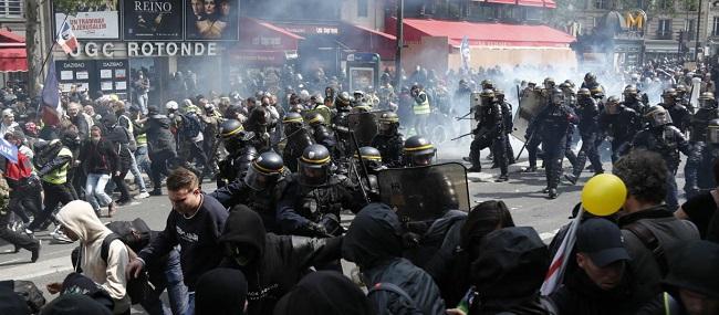 Πρωτοφανείς συγκρούσεις αστυνομίας
