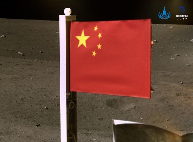 Κίνα δεύτερη χώρα που υψώνει σημαία