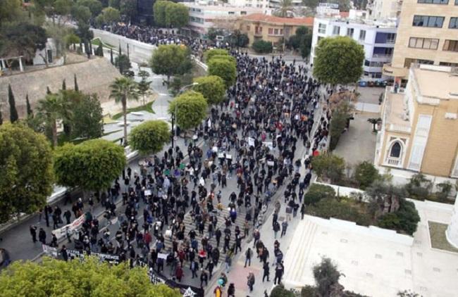 Λευκωσία: 10.000 στην πορεία