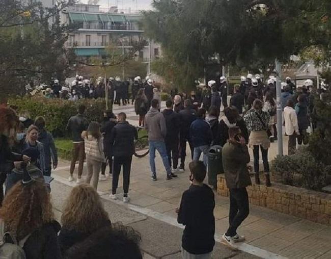 Χιλιάδες πολίτες κατά της καταστολής στη Νέα Σμύρνη-Σκηνές αποτρόπαιης αστυνομικής βίας