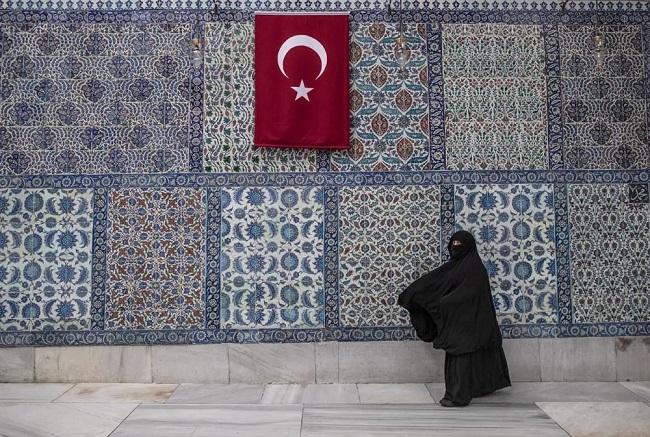 O Ερντογάν απαγορεύει το αλκοόλ