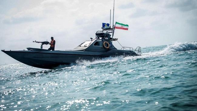 Ιρανικά πλοία παρενοχλούσαν