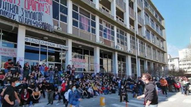 φοιτητικοί σύλλογοι στην Ελλάδα καταγγέλλουν βανδαλισμούς