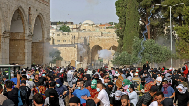 Δακρυγόνα και εκατοντάδες τραυματισμοί Παλαιστινίων