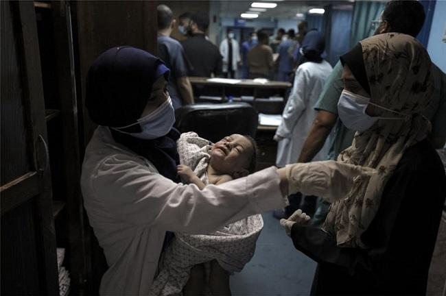 Γάζα: Δείτε το μωράκι που ανασύρθηκε