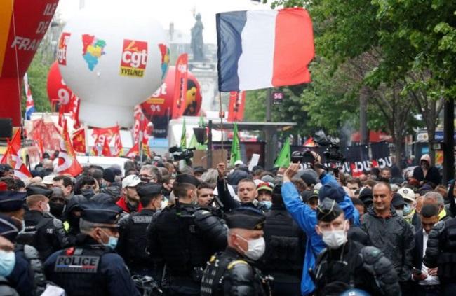 Μαζικές διαδηλώσεις για τον εορτασμό της Εργατικής Πρωτομαγιάς