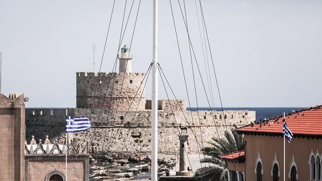 Ρόδος: Κατέβασε την ελληνική σημαία