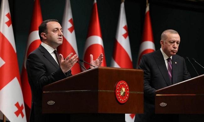 υποδαυλίζει νέα κρίση στο Καύκασο