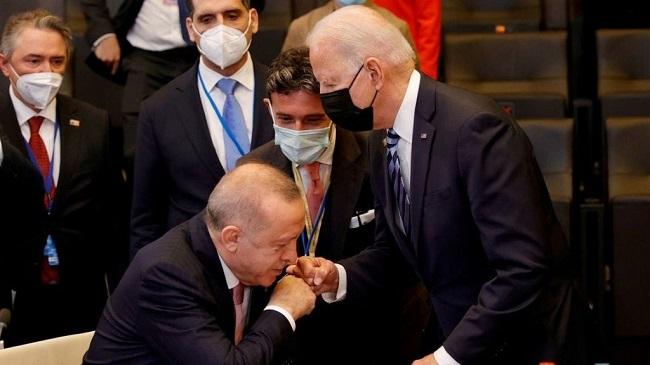 Σάλος στην Τουρκία για τη στάση Ερντογάν