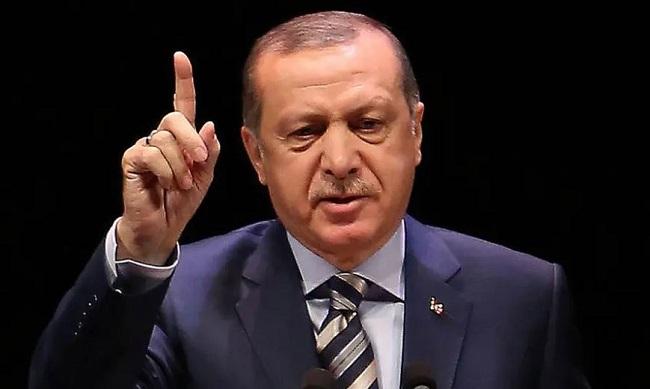 Καταγγέλλει Ερντογάν για φίμωση