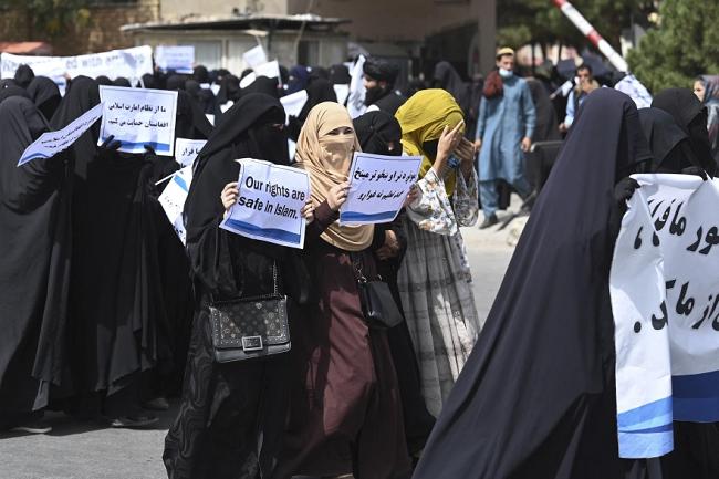 Με μπούρκες γυναίκες διαδήλωσαν