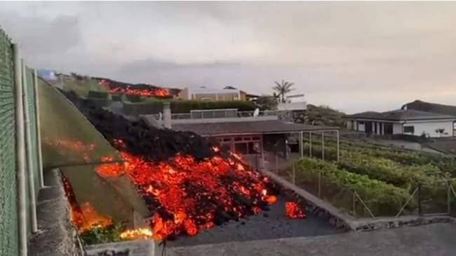 Κανάρια Νησιά: Λάβα «καταπίνει» σπίτια