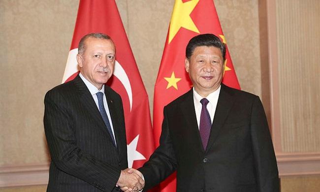 """Δίνει """"φιλί ζωής"""" στην Τουρκία"""