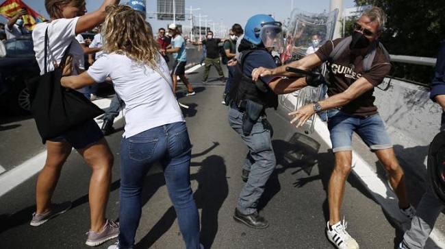 Επίθεση της αστυνομίας στην κινητοποίηση