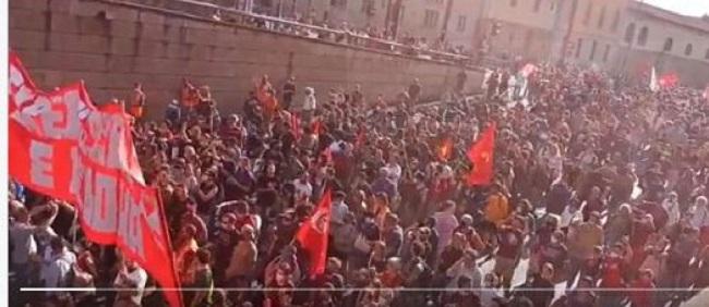 Εκατοντάδες χιλιάδες στους δρόμους